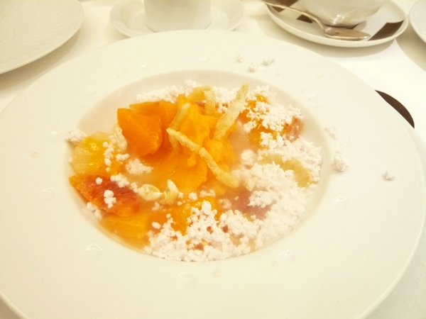 【いろいろな柑橘のサラダ ラベンダー&ハチミツのアクセント】